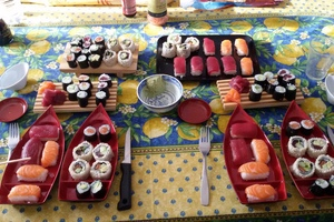 Eat with locals: Sushi