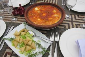 Eat with locals: Briouates, tagine de kefta, vermicelle soufflé, poires farcis aux noix...