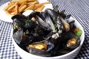 Eat with locals: Moules a la creme