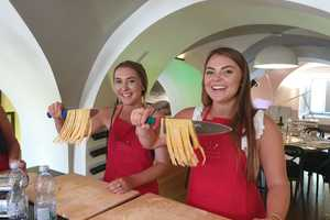 Eat with locals: Pasta making class