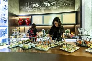 Eat with locals: Evento gourmet finger food