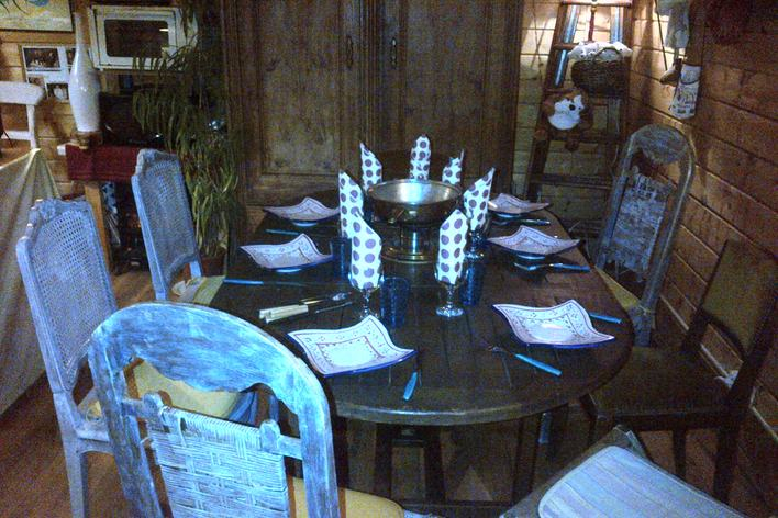 les pieds sous la table et les plats dans l 39 assiette amb rieu en bugey. Black Bedroom Furniture Sets. Home Design Ideas