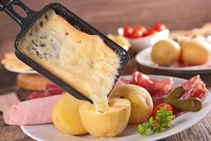 Eat with locals: Raclette a nice