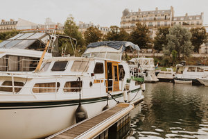 Eat with locals: Organic superfoods with startup guys in a paris boat