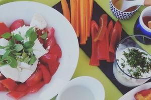 Manger chez l'habitant: Cretan breakfast under the olive trees