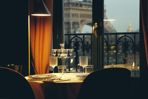 Eat with locals: The most special night in paris