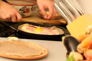 Eat with locals: Ohlala crepes in paris