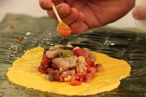 Cenas particulares como en su propia casa:  hallaca - venezuelan christmas dish /  hallaca - plat de noël vénézuélien