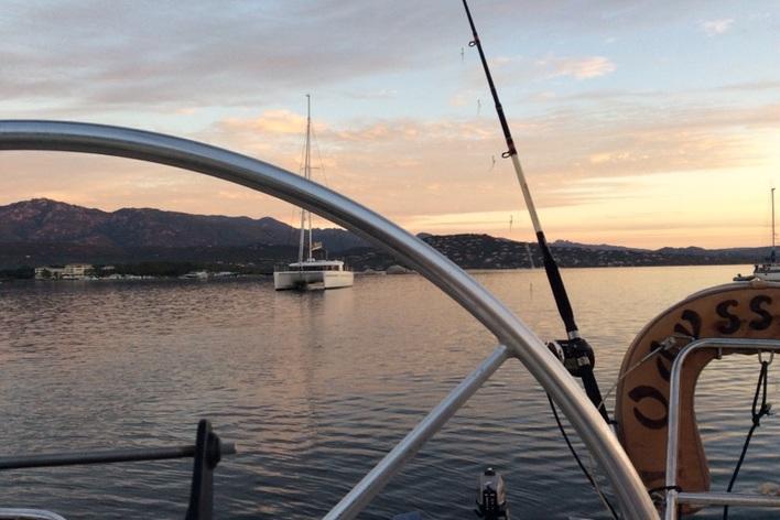 Repas sur un voilier  dans le golfe de porto vecchio