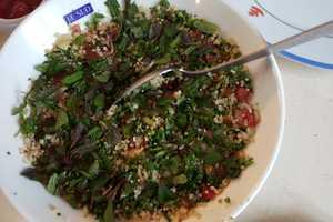 Manger chez l'habitant: Sushis/burgers/omelettes aux herbes/plat retour du marché
