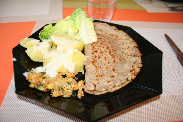 Un repas convivial avec des galettes bretonnes!