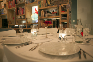 Manger chez l'habitant: Wine & dine with art & fashion by artist petra