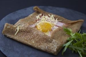 Manger chez l'habitant: De véritables crêpes bretonnes bio dans un cadre bucolique