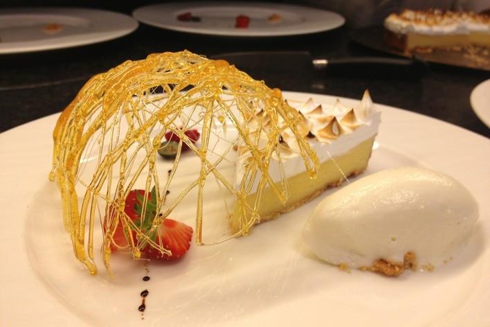 Un Diner De Gourmets Cuisine Gastronomique Facon Etoile Suresnes