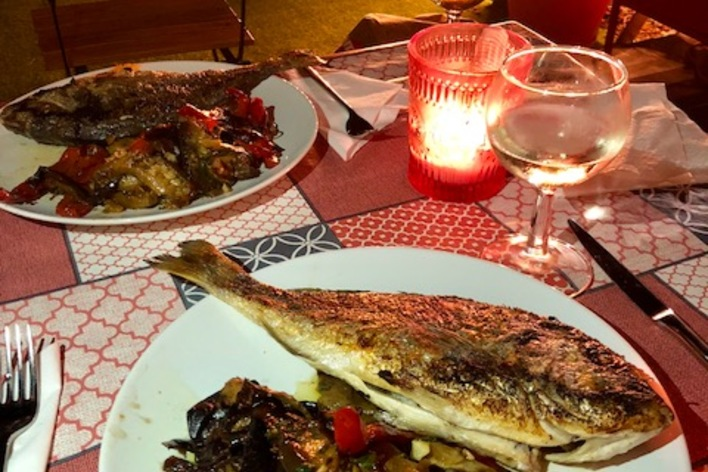 Un dîner provençal et méditerranéen en terrasse