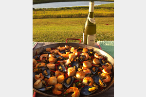 Eat with locals: Pei paella party