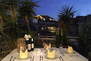 Manger chez l'habitant: Greek traditional dinner with a view of lycabetus hill