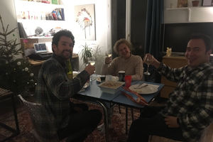 Eat with locals: A typical french diner in the north of paris in a cosy flat